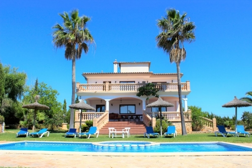 Spectacular villa with pool, well-maintained garden and touristic rental licence on a large plot near to Porto Cristo