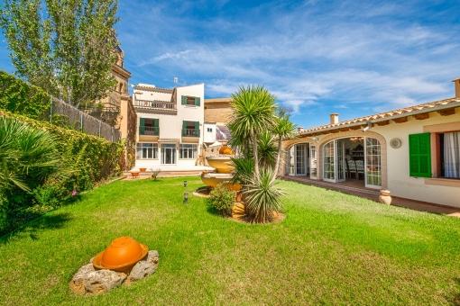 Gepflegtes, herrschaftliches Stadthaus mit Garten und Gästehaus in Santa Maria