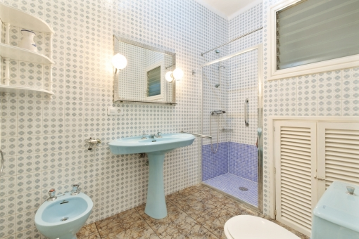 Simple shower bathroom
