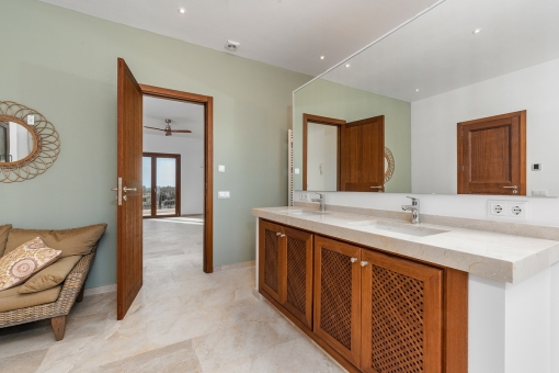 Eines von 6 en Suite Badezimmern