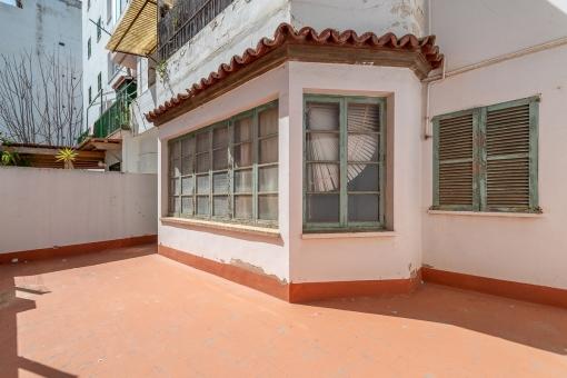 Investitionsmöglichkeit: Komplett renovierungsbedürftige Altstadt-Wohnung mit Terrasse in Palma