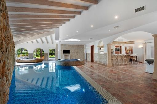 Spa Bereich mit Indoor Pool