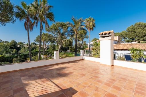 Sonniger Balkon der zweiten Villa