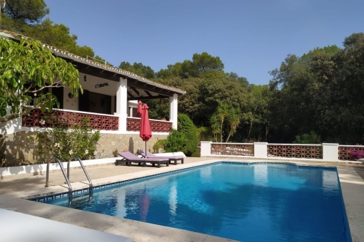 Villa with pool in quiet and natural location with uninterrupted views of the Monte Toro