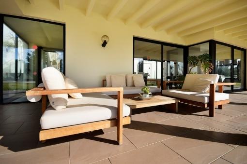 Soleada zona de estar en la terraza