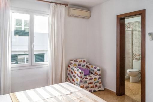 Dieses Schlafzimmer verfügt über ein Badezimmer en Suite