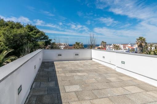 Dachterrasse mit spektakulären Meerblick