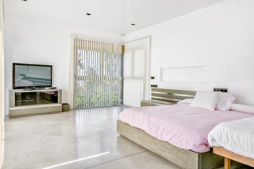 Großzügiges Doppelschlafzimmer mit Tageslicht