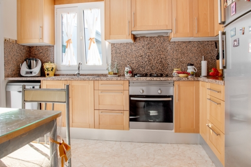 Cocina totalmente equipada de madera