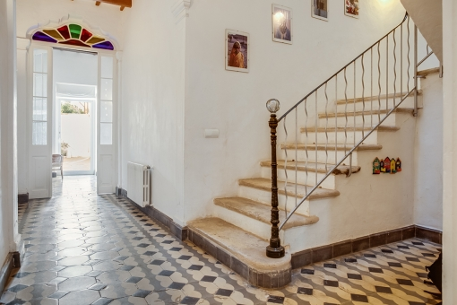 The colourful tiled floor gives the house a special charme