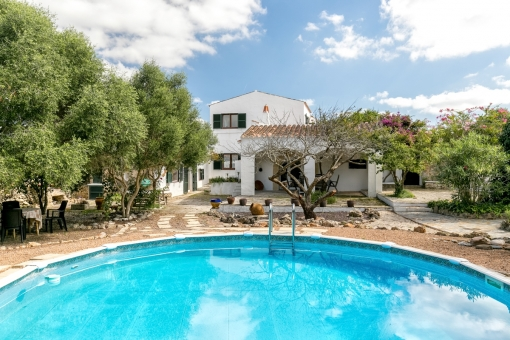 Beautiful, authentic country house with pool in Alaoir
