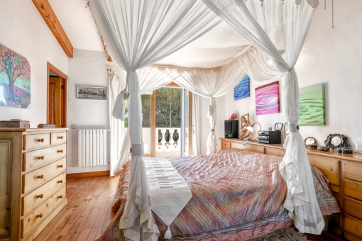 Marvellous canopy bed