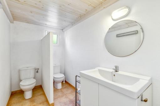 Spacious bathroom with 2 toilets