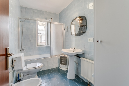 One of 2 bathrooms