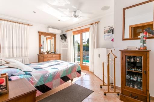 Further bedroom