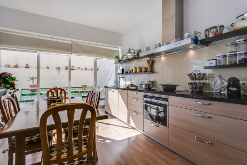 Bright kitchen which is fully equipped