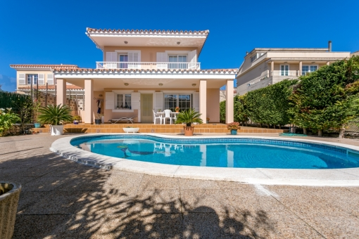 Wonderful villa with pool and garage in Mahon