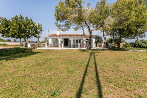 Finca with large, 11.000 sqm plot near Ciutadella