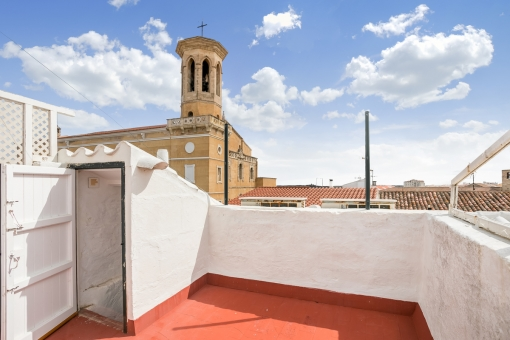 Spectacular, 2-storey house with roof terrace in the centre of Mahon