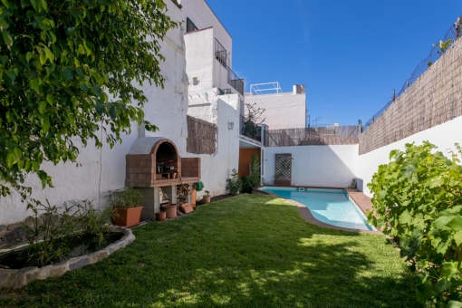 Beautiful village house with pool, garden and lovely views over the rooftops of Mahon