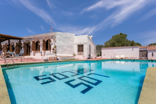 Unbelievably lovely house with restaurant, valid licence and large pool in Cales Coves