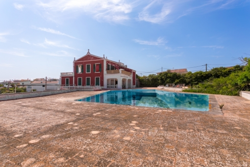 Beautiful villa from 1798 with a large pool, tennis court and cliff-disco requiring renovation in Son Vilar