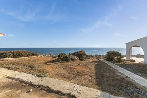Situated directly at the sea