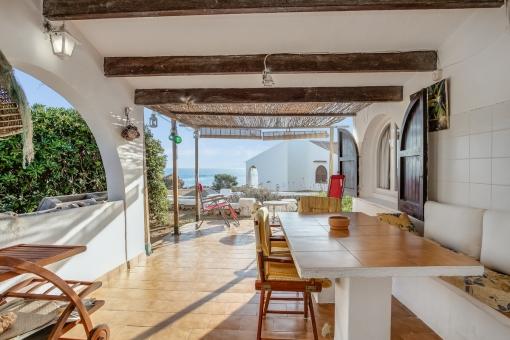 Wunderschöne, überdachte Terrasse