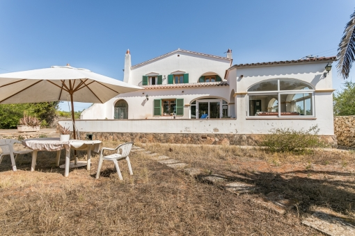 Beautiful country house with 4 bedrooms and pool on a large plot in Mahon