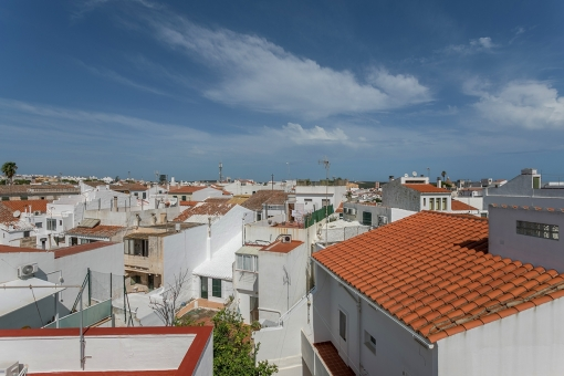 Duplex apartment with terrace quietly-situated with views over the rooftops of Mahon