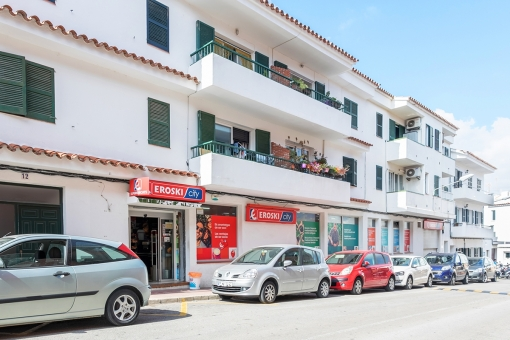 Large commercial premises in Es Castell, 2 minutes from the typical Menorcan harbour of Calas Fonts and the sea