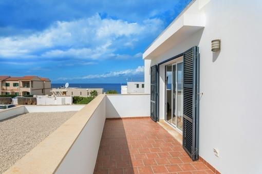 Balcony with beautiful sea views