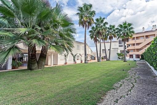Komplex mit Terrassen und Garten