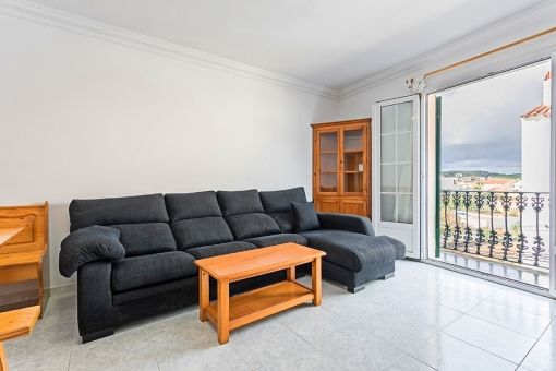 Spacious apartment with 4 bedrooms centrally situated in Es Mercadal