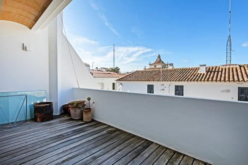 Erste, große Terrasse