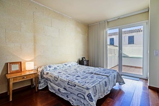 Dormitorio con otra terraza