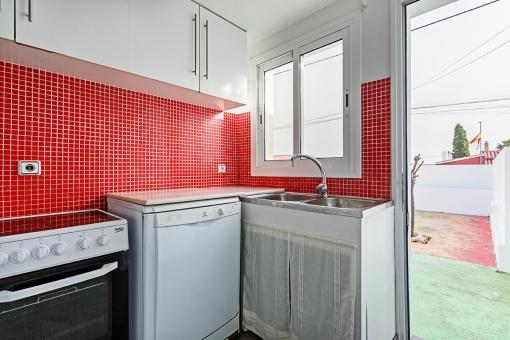 Erster Küche mit Terrassenzugang
