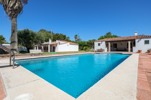 Beautiful finca with 2 living units and a large garden neat Santandria