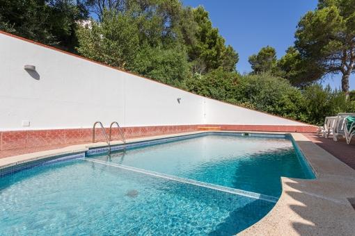 Gran piscina comunitaria
