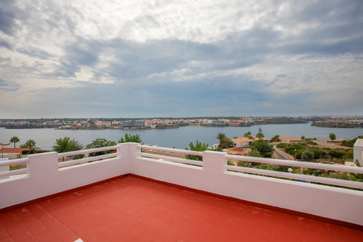 Hermoso chalet con piscina e increíbles vistas del puerto y la ciudad de Mahón
