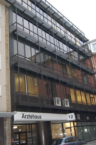 Ärztehaus in der Fußgängerzone.png