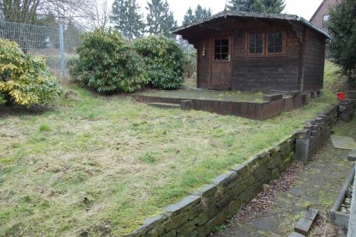 Hinteres Grundstück mit gepflegten Garten