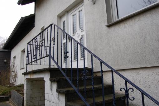 Seitliche Ansicht mit Treppenaufgang