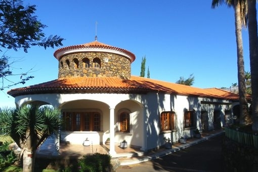 The approach to the villa