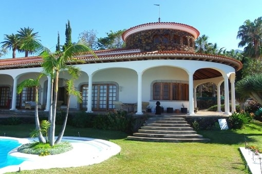 Front view of villa with pool