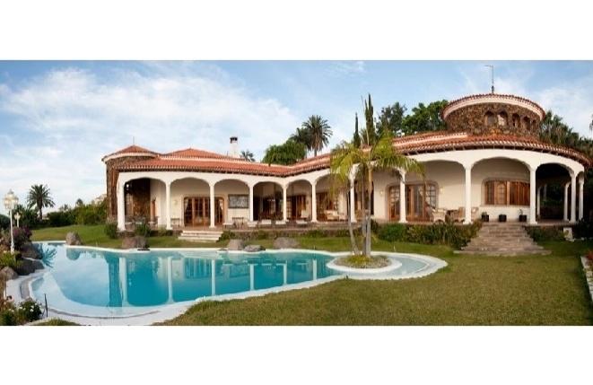 Luxuriöse Villa mit atemberaubendem Blick über Teide und Meer
