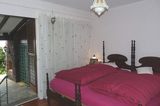Großes Schlafzimmer mit Terrasse