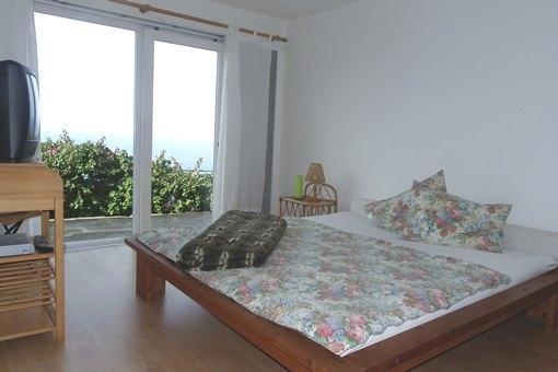 Geräumiges Schlafzimmer im Gästeappartement