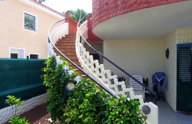 Curved exterior staircase