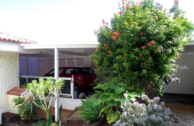Space for 2 cars in carport